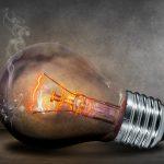 Dymiąca żarówka - jakie są rodzaje taryf prądu?